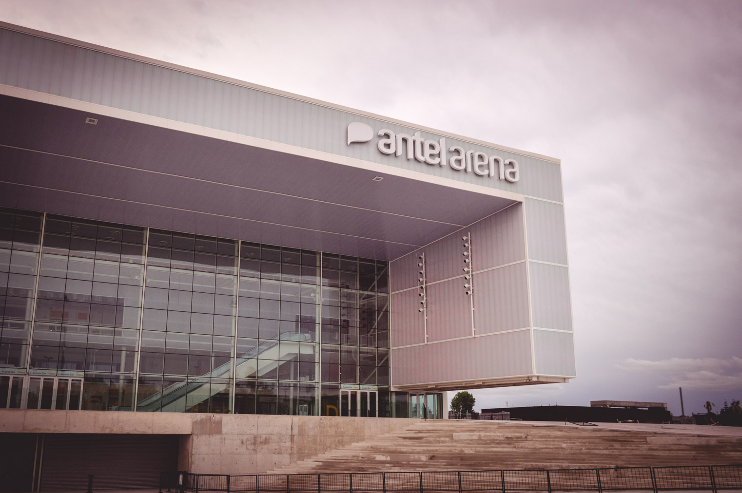 Antel Arena Afuera día.jpg -