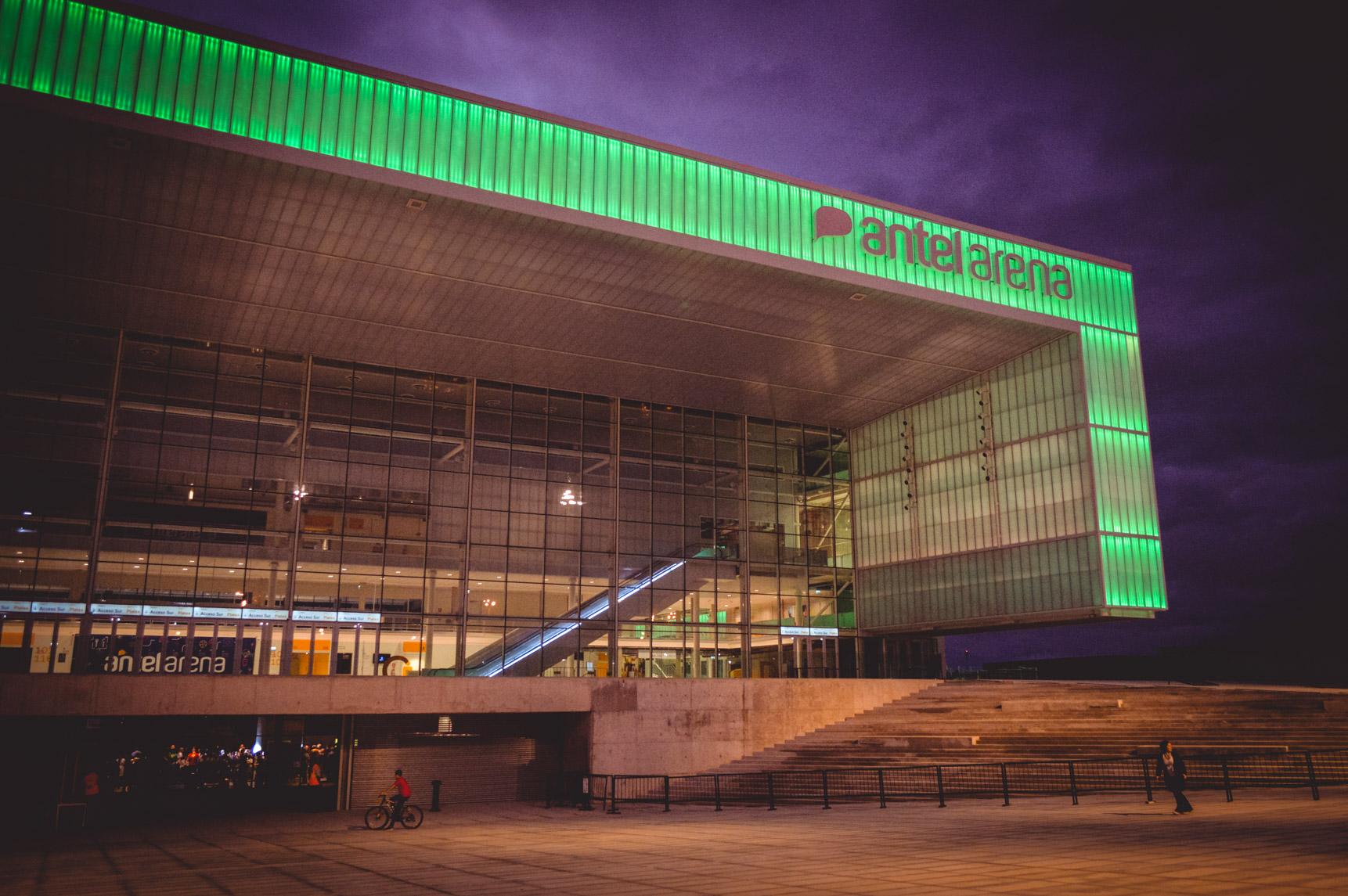 Antel Arena Afuera noche.jpg -