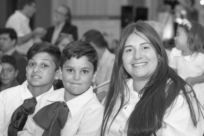 maestra y niños Lavalleja.jpg -