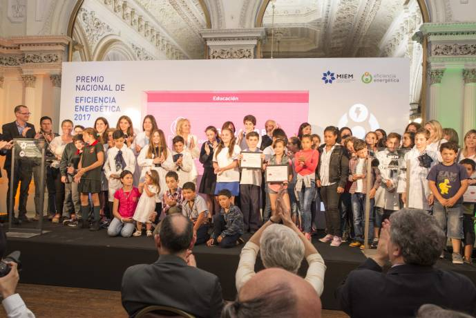 resized_Escuelas Premio 2017.jpg -