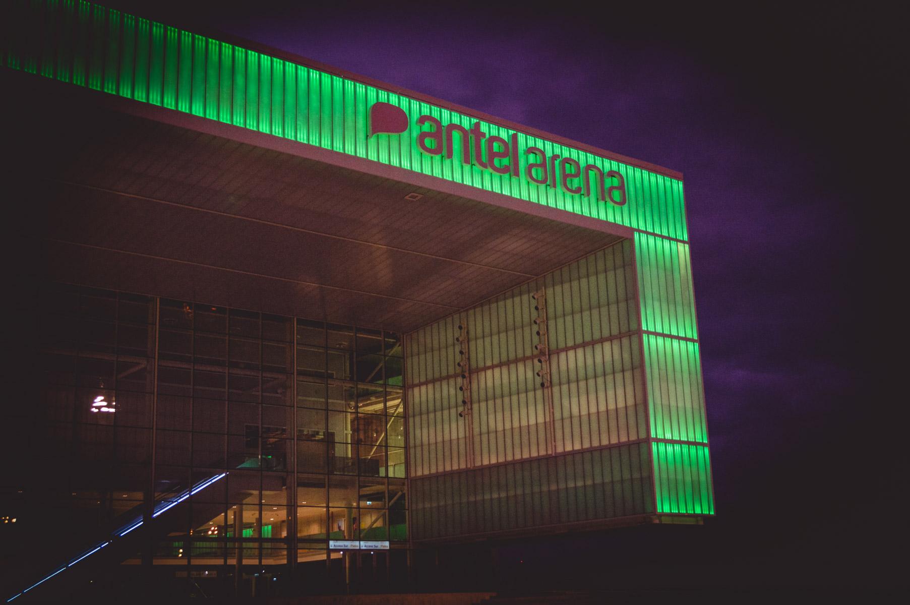 Antel Arena afuera noche 2.jpg -